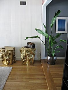 gold tree stump - DIYs for a Bright + Shiny New Year Decor, House Decor Rustic, Trunk Table, South Shore Decorating, Diy Table, Gold Diy, Tree Trunk Table, Gold Stool, Coffee Table