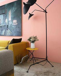 Élise Chalmin : Illustratrice & Créatrice de sa Marque de Vêtements - Inside Closet Home Wall Colour, Room Wall Colors, Cafe Interior, Interior And Exterior, Interior Design, Interior Tropical, Murs Roses, Paris Rooms, Pink Home Decor