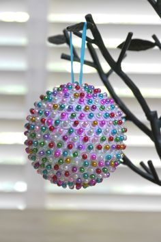 DIY Sequined Ornament with foam ball, sequins, and pins. Fun for older kids to make their own designs. Would this work with egg shaped foam for Easter? Sequin Ornaments, Christmas Ornaments To Make, Noel Christmas, Xmas Crafts, How To Make Ornaments, Christmas Projects, Handmade Christmas, Christmas Decorations, Styrofoam Ball Crafts