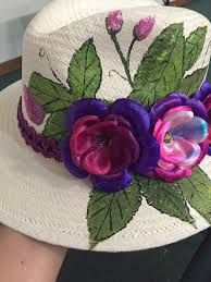 Resultado de imagen para sombreros decorados Painted Hats, Painted Clothes, Hand Painted, Hat Decoration, Hat Crafts, Fancy Hats, Diy Hat, Kentucky Derby Hats, Flower Hats