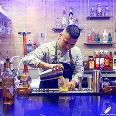 La satisfacción del crack James Mark Misajel al ver aparecer su cóctel .    #CopasConEstilo #Bartender #Cocktail #Coctelería #Cóctel #Cócteles #Madrid #CóctelesEnMadrid Bar, Madrid, Coffee Maker, Cocktails, Kitchen Appliances, Coffee Maker Machine, Craft Cocktails, Diy Kitchen Appliances, Coffee Percolator