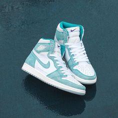 Cute Nike Shoes, Nike Air Shoes, Nike Air Jordans, Shoes Jordans, Cool Jordans, Green Jordans, Nike Jordans Women, Retro Jordans, Girls Shoes