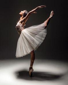<<Robyn Hendricks (The Australian Ballet) # Photo ©️ Daniel Boud>>
