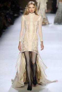 Nina Ricci Spring 2009 Ready-to-Wear Fashion Show - Lily Donaldson