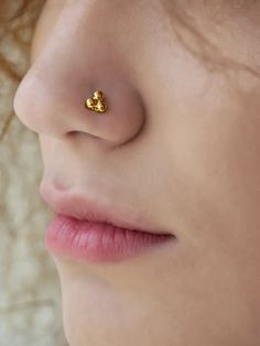 The medusa piercing also known as philtrum piercing. It is a beautiful piece of piercing set in the slope above your lip and directly under the septum of Nose Ring Jewelry, Nose Ring Stud, Silver Nose Ring, Body Jewelry, Nose Rings, Ear Rings, Nose Pin Indian, Indian Eyes, Nose Ring Online