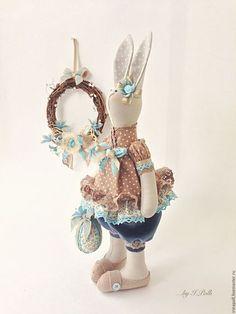 Tilda Bunny / Игрушки животные, ручной работы. Ярмарка Мастеров - ручная работа. Купить Кроля Эсти с веночком и пасхальным яйцом. Handmade. Бежевый Baby Friends, Sewing Stuffed Animals, Fabric Toys, Dress Up Dolls, Cat Doll, Sewing Toys, Festival Decorations, Felt Toys, Cute Crafts
