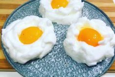 Fried eggs cook just like that. Russian Desserts, Russian Recipes, Vegetarian Cooking Classes, Cooking Recipes, Cooking Eggs, Shellfish Recipes, Egg Recipes For Breakfast, How To Cook Eggs, Vegetable Recipes