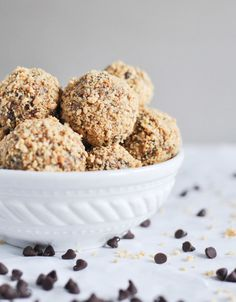 Quick + Easy No-Bake Oatmeal Peanut Butter Bites Recipe.  Healthy and quick! Maybe I could make these into bars, to0?