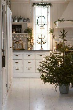 LaurieAnna's Vintage Home: Farmhouse Christmas Inspiration - Farmhouse Friday