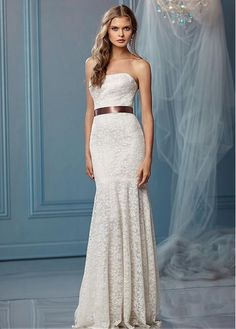 STUNNING ALL-OVER LACE SHEATH STRAPLESS NECKLINE NATURAL WAISTLINE WEDDING DRESS IVORY WHITE LACE BRIDAL GOWN