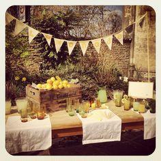 wooden crate. caja de madera. decoración boda. fiesta. party decoration. weding. Vintage / retro lemonade stand for hire http://www.lavenderandlinen.co.uk/vintage-hire/prop-hire/