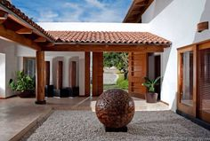 Terrace of access: Modern houses of Taller Luis Esquinca . Hacienda Style Homes, Spanish Style Homes, Spanish House, Casa Patio, Courtyard House, Modern House Design, My Dream Home, Exterior Design, Future House
