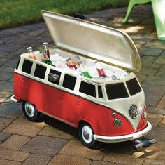 As a replica of one of the coolest vintage vehicles ever, you know that this Volkswagen Van Cooler will do a good job. This groovy camper cooler looks just like the iconic 1965 VW bus. Vw Camper, Volkswagen Transporter, Bus Volkswagen, Vw T1, Van Hippie, Combi Ww, Vw Beach, Vw Vintage, Vw Cars