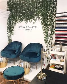 The Ultimate Luxury Manicure With Roxanne Campbell Nail Salon Design, Nail Salon Decor, Beauty Salon Design, Modern Nail Salon, Pedicure Salon Ideas, Luxury Nail Salon, Makeup Studio Decor, Nail Salon Furniture, Pedicure Station