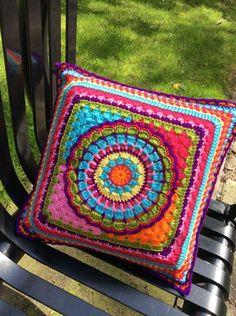 CONJUNTOS COMPLETOS DE VESTIDOS TEJIDOS A CROCHET PARA NIÑAS Crochet Pillows, Crochet Cushion Cover, Knitted Cushions, Knit Pillow, Chair Cushions, Crochet Home, Love Crochet, Beautiful Crochet, Crochet Crafts