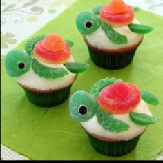 Candy cupcake turtles. Great for a kids under the sea party!