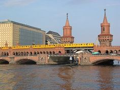 Oberbaumbrücke + Ubahn  (Oberbaum bridge + subway)  10243 Berlin