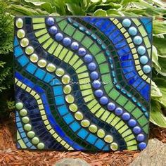 25+ best ideas about Mosaic stepping stones on Pinterest   Garden stones, Diy stepping stones ...