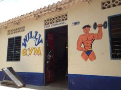 Meanwhile, in Colombia... The WILLY GYM!