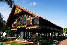 : Rumah adat dayak kalimantan indonesia