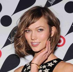 """""""The Karlie"""" (Kloss) haircut: take 2.  In this pic she looks great!  Bob with bangs. Cut of the year according to Vogue.  Versione 2 del taglio """"Karlie"""" un caschetto con i capelli mossi / ricci.   Secondo Vogue è il taglio dell'anno"""
