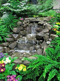 cascade de jardin avec des fleures cool
