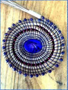 The beginning of a new Pine Needle Basket.- pine needles with beads Pine Needle Crafts, Making Baskets, Pine Needle Baskets, Round Basket, Pine Needles, Weaving Art, Weaving Techniques, Nature Crafts, Sisal