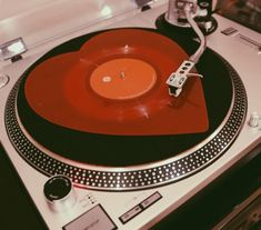 aesthetic photography red and black grunge vintage retro record record player vinyl heart 70s Aesthetic, Aesthetic Vintage, Aesthetic Photo, Aesthetic Pictures, Aries Aesthetic, Photo Wall Collage, Picture Wall, Image Deco, Aesthetic Wallpapers