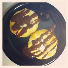 Homemade chocolate gravy and biscuits Chocolate Gravy, Homemade Chocolate, Delish, Breakfast Recipes, Biscuits, Yummy Food, Drinks, Crack Crackers, Drinking