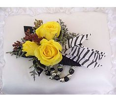 Take a walk on the wild side with this corsage for Prom! Complete with a keepsake wristlet!