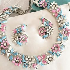 FAB Lisner Pastel Enamel & Rhinestone Demi Necklace & Earrings in Orig Box! Costume Jewelry Crafts, Vintage Costume Jewelry, Vintage Costumes, 1950s Jewelry, Antique Jewelry, Vintage Jewelry, Custom Jewelry, Handmade Jewelry, Lace Necklace