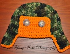 cannot resist any of these things: camo, orange, buttons, and aviator hats.  So when they're all put together = yummy!