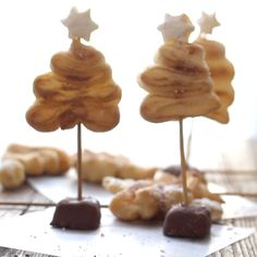 Puff Pastry Christmas Trees, a simple, easy and delicious Christmas Holiday idea. Christmas Appetizers, Christmas Desserts, Christmas Baking, Christmas Holiday, Christmas Trees, Christmas Videos, Puff Pastry Appetizers, Puff Pastry Desserts, Puff Pastry Recipes