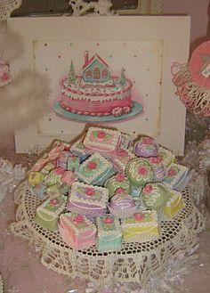 Pretty Petits Fours Pretty Birthday Cakes, Pretty Cakes, Cute Cakes, Beautiful Cakes, Amazing Cakes, Desserts Sains, Cute Baking, Fake Cake, Cute Desserts
