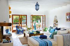 Esta casa es un lugar perfecto para relajarse, está situada entre la playa y tierras  agrícolas en la isla de Ibiza en España. Diseñada en...