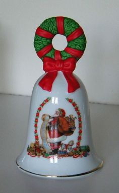 1995 AVON PORCELAIN SANTAS LIST WREATHE CHRISTMAS BELL