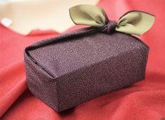 Furoshiki: L'arte di confezionare un regalo con il tessuto