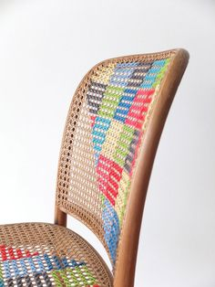chair DIY : cross stitch chair in furniture fabric diy art with stitch Knit Chair .or paint a wicker chair. Cross Stitching, Cross Stitch Embroidery, Cross Stitch Patterns, Old Chairs, Wicker Chairs, Cross Stitch Love, Diy Chair, Diy Projects To Try, Crafty