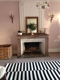 Farrow & Ball Calamine 230 - Living Room wall painted in Calamine Farrow And Ball Living Room, Living Room Paint, Home Living Room, Living Room Decor, Living Spaces, Dusky Pink Bedroom, Rose Bedroom, Pink Room, Farrow Ball