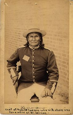 Native American Indian Pictures: Native American Photos of the Apache Indian Tribe Native American Photos, Native American Tribes, Native American History, American Indians, Apache Indian, Navajo, Indian Tribes, Native Indian, Red Indian