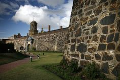 The Castle of Good Hope - The earliest development in South Africa. The oldest building in South Africa, which was once a fort, but these days features as a display of the Cape's beginning. Great Places, Places To See, Beautiful Places, Cape Town Tourism, Cape Town South Africa, Old Building, Rest Of The World, Live, National Parks