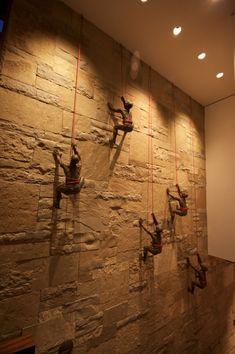 The Incredible Making of Climbing Sculptures Foyer Design, Facade Design, Wall Design, Shop Interior Design, Interior Decorating, Creative Wall Decor, Human Sculpture, Wooden Facade, Wall Sculptures