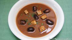 Kräftige Käferbohnensuppe Soup Crocks, Tasty, Yummy Food, Soup And Salad, Soup Recipes, Crockpot, Waffles, Salads, Pudding