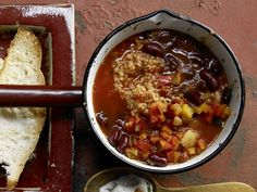 Vegetarisches Chili - mit Bulgur und Gemüse - smarter - Kalorien: 279 Kcal - Zeit: 35 Min. | eatsmarter.de Chili sin Carne? Eine gute Idee .. auch für Weihnachten oder Silvester.