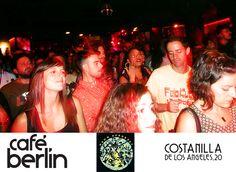 El nuevo Café Berlín de Madrid a rebosar en el concierto de 'Ogun Afrobeat'.