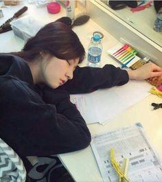 When her sleep she still so cuteee Happy New Year Thoughts, High School Love, Kim So Eun, Seventeen The8, Ulzzang Korean Girl, Hot Hair Styles, Kim Woo Bin, Kpop, Running Man