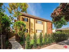FOR SALE: 2626 11th Street, Santa Monica, CA 90405 - Contact Evelyn: http://www.bhhscalifornia.com/listing-detail/2626-11th-street-santa-monica-ca-90405_1563153