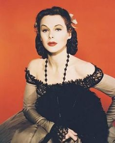 Hedy Lamarr: The Hollywood Beauty With Brilliant Mind ~ vintage everyday Renee Zellweger, Love Vintage, Vintage Beauty, Vintage Photos, Uma Thurman, Jean Harlow, Rita Hayworth, Quentin Tarantino, Classic Hollywood