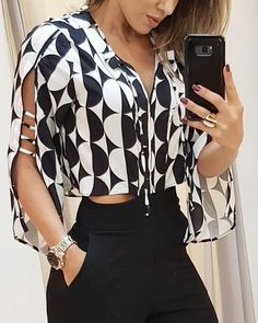 50 Women Blouses To Inspire Every Woman: Spread the love Sexy Women Blouses from 32 of the Insanely Cute Women Blouses collection is the most trending fashion outfit this season. This Women Blouses look related to outfit, fashion, casualoutfit and fa Trend Fashion, Fashion Outfits, Womens Fashion, Ladies Fashion, Look Fashion, Indian Fashion, Sleeves Designs For Dresses, Sleeve Designs, Look Chic