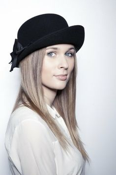 Breton- smal, feminine hat